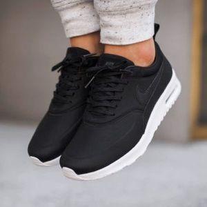Nike Air Max Thea Premium Black Leather 8.5/40